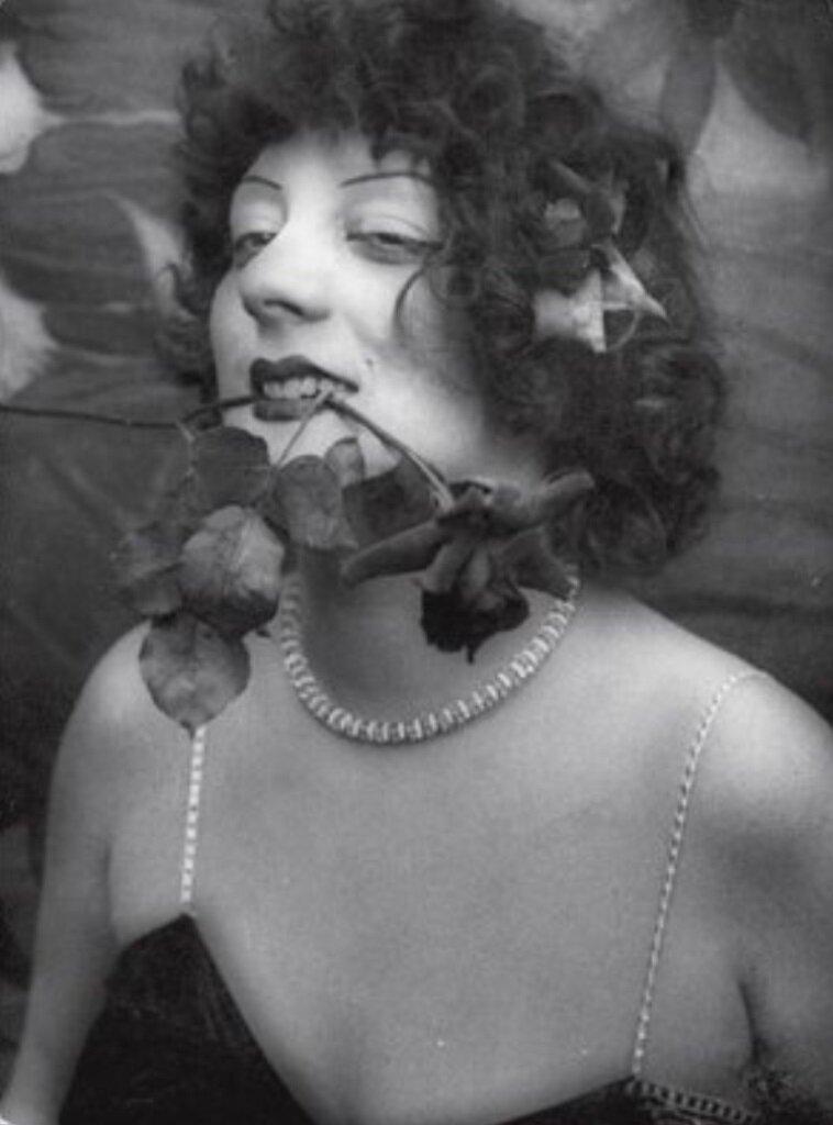 1929. Кики избрана королевой Монпарнаса