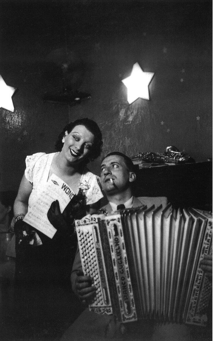 1932. Брассай. Кики в кабаре де Флер, Монпарнас