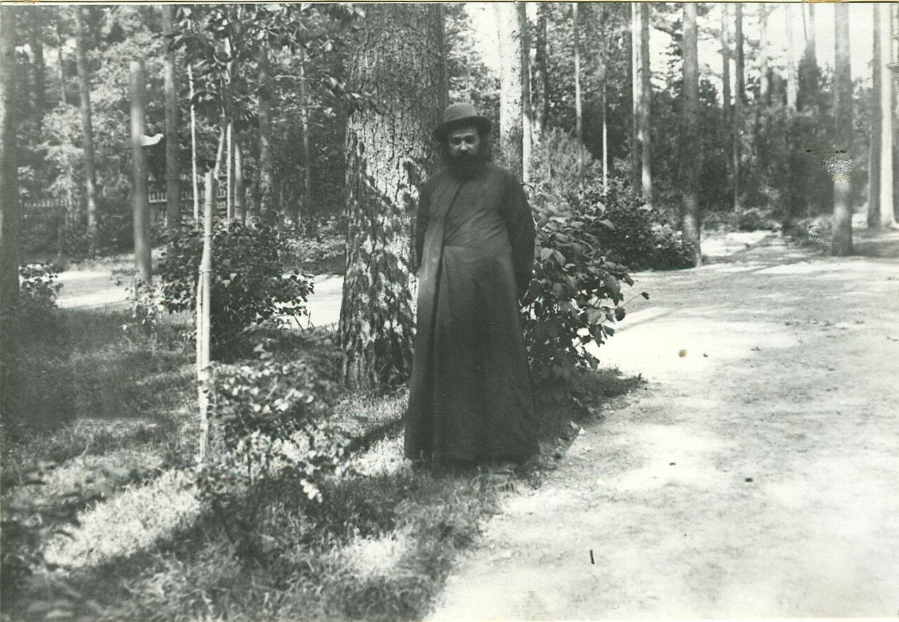Священник, депутат Первой Государственной думы , участник Териокского совещания, в парке