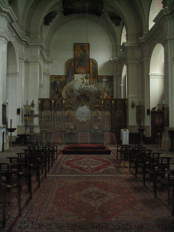 X_Kathedrale_St._Kyrill_und_St._Methodius_(inside).jpg