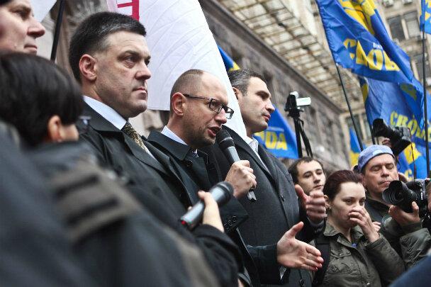 """Янукович погодився скасувати """"ручні закони"""" та попрацювати над Конституцію 2004 року"""