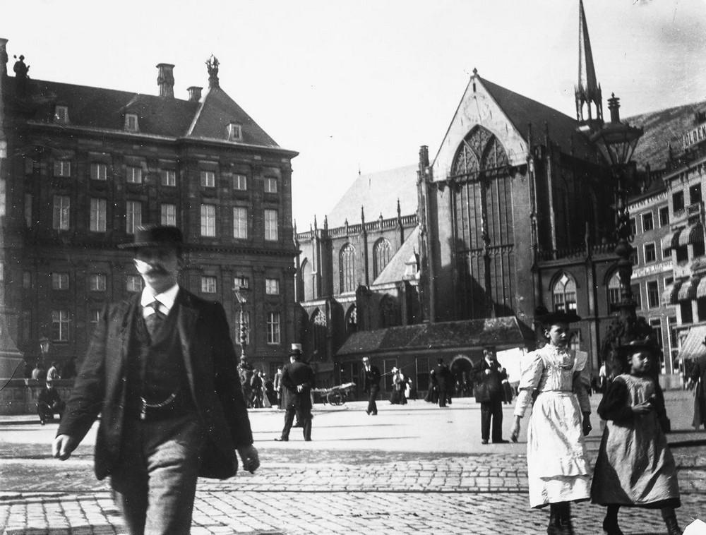 В 1876 году Г. Х. Брейтнер поступает в Королевскую академию изящных искусств в Гааге. В Гааге Брейтн