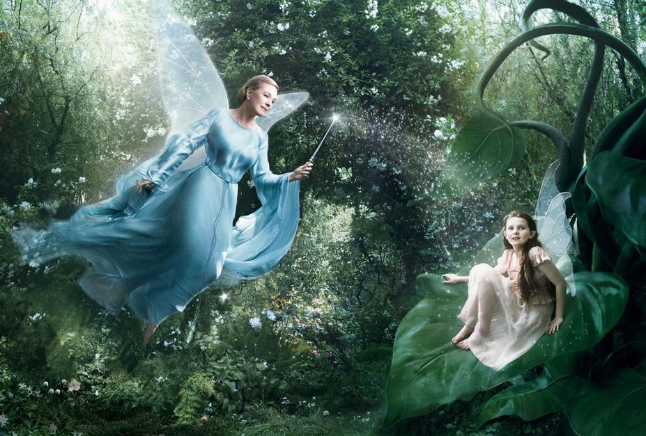 Disney's Year of a Million Dreams by Annie Leibovitz - Julie Andrews as Blue Fairy from Pinocchio and Abigail Breslin as Fira / Джули Эндрюс в образе Голубой феи и Эбигейл Бреслин в образе феи Фиры