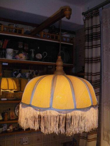 Фото 7. Теперь подвес светит ровно, без перебоев. Обратите внимание на простоту и изящество деревянных деталей подвеса, изготовленных на токарном станке.