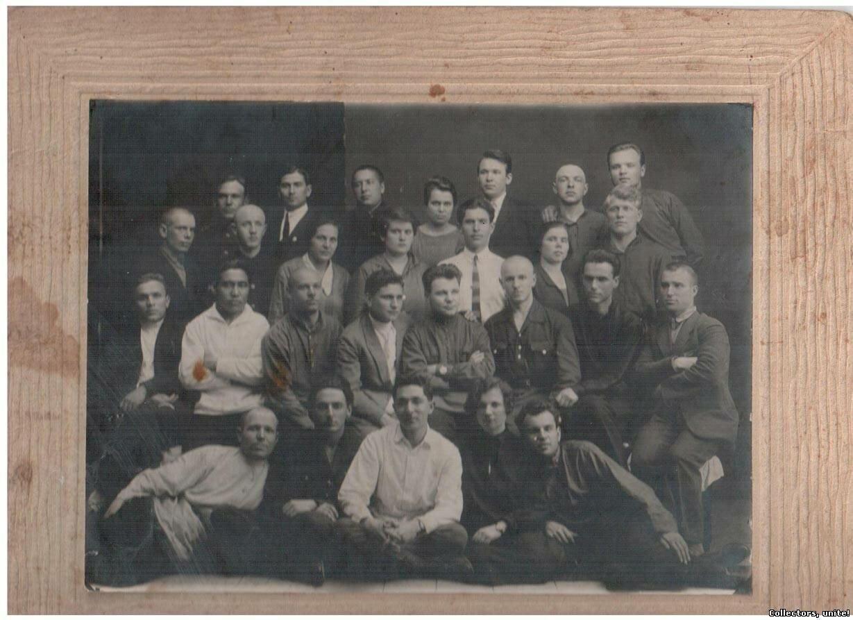 1920-1930-е. Групповое фото студентов на портфолио
