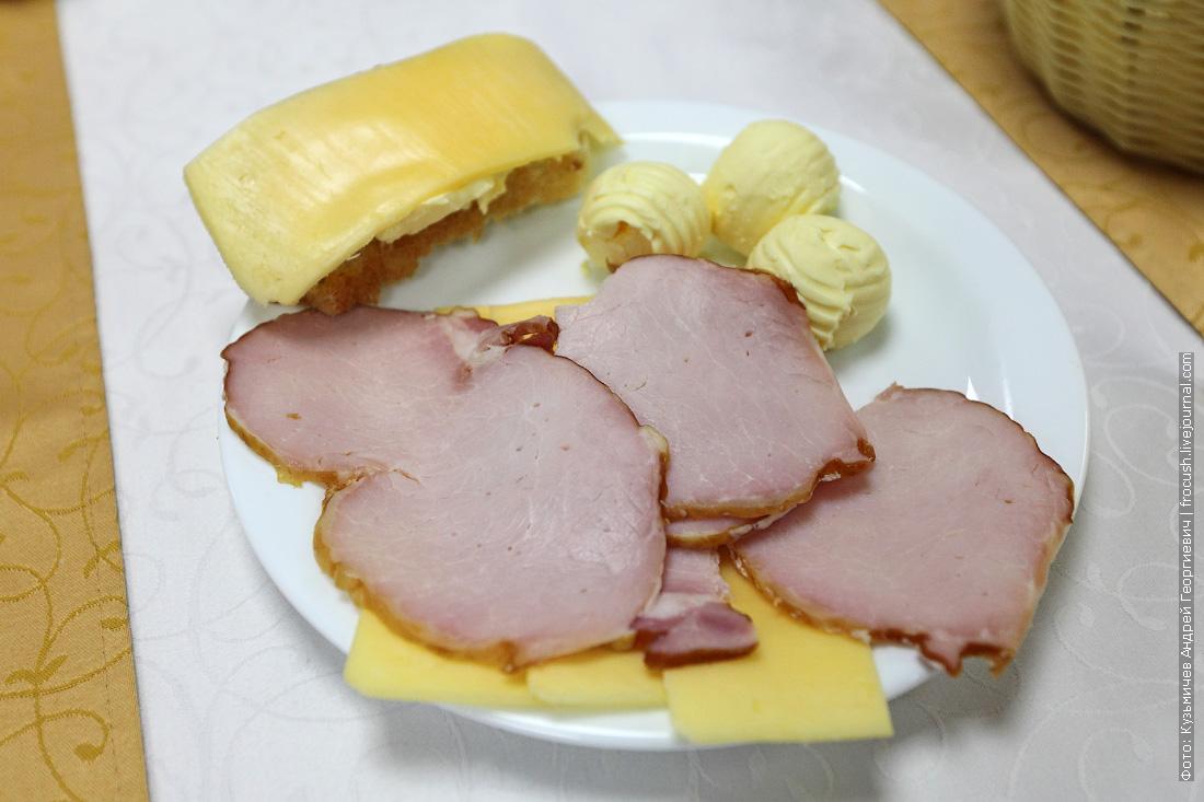 Мясная и сырная нарезка, сливочное масло