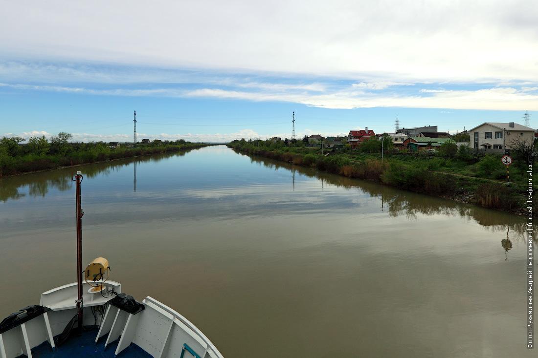 По берегам Волго-донского судоходного канала расположились многочисленные дачные участки