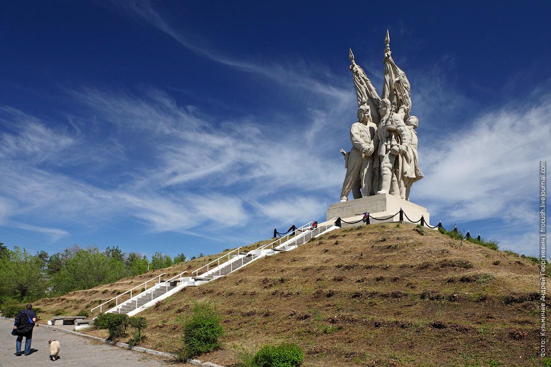 монумент «Соединение фронтов» в Пятиморске