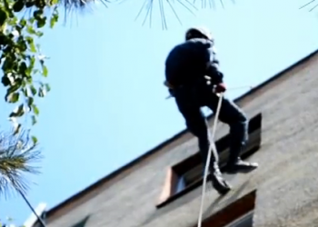 В Бельцах двухлетний малыш едва не упал с окна пятого этажа