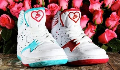 Кроссовки и кеды – незаменимая обувь на все времена