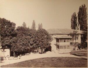 Вид одного из корпусов на территории Дворцовой площади близ ханского дворца. Бахчисарай.