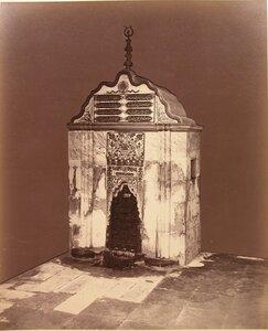 Вид на Бахчисарайский фонтан (Фонтан слёз) в Фонтанном дворике на территории ханского дворца.