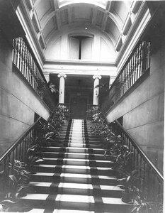 Парадная лестница в особняке купца Л.Л.Кенига.