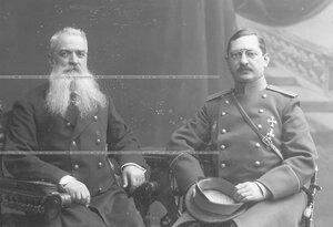 Штабс-капитан Семен Иванович Назимов (справа) и Иван Никифорович Луцкевич за столиком в креслах.