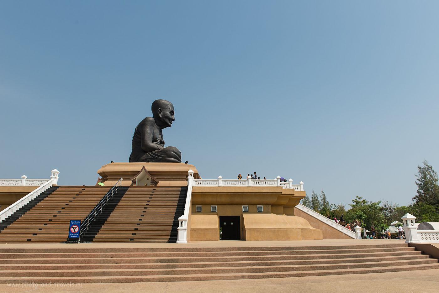 Фото 10. Черный монах в храме Ват Монгкол недалеко от города Хуахин. Отдых в Таиланде самостоятельно (125, 26, 9.0, 1/250)