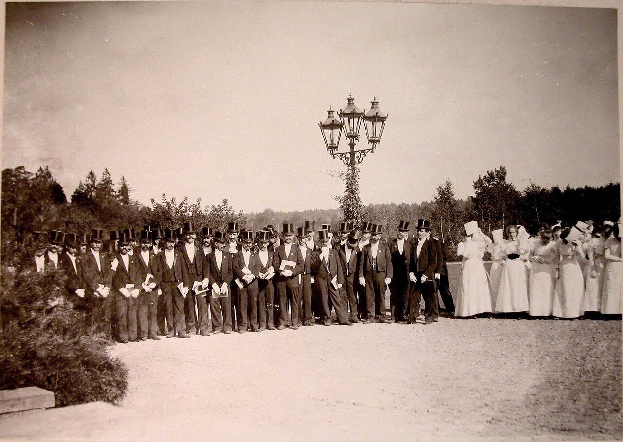 21. Группа делегации, встречающей императорскую фамилию