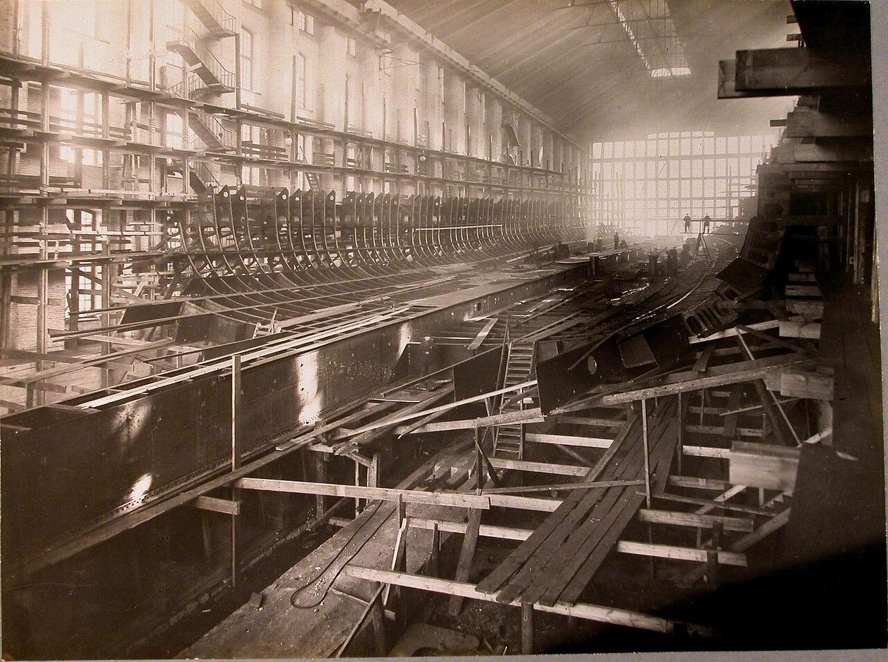 13. Вид килевой балки и шпангоутных флоров строящегося линейного корабля «Полтава». 22 марта 1910 г.