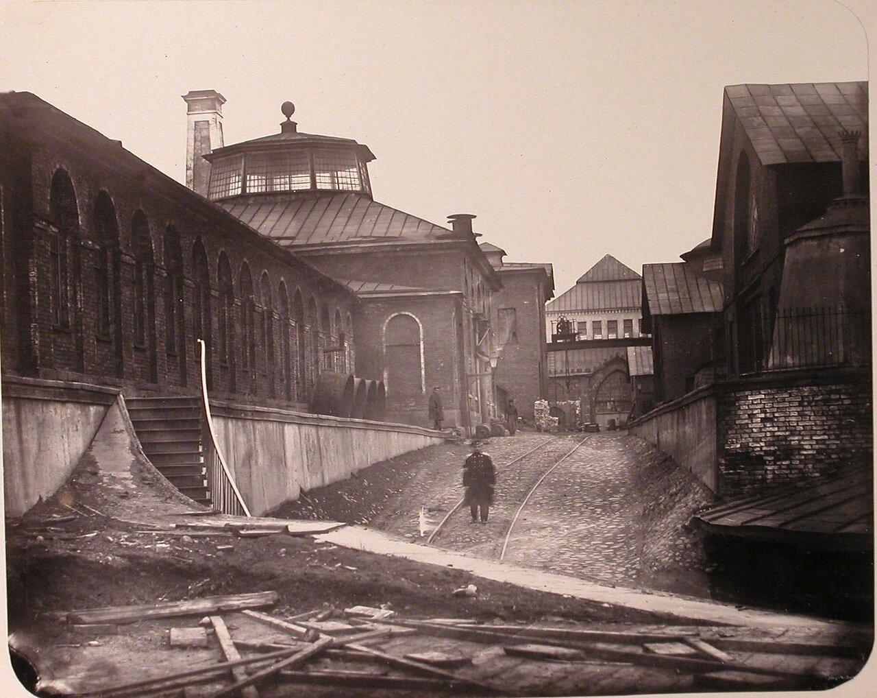 09. Вид зданий на территории Адмиралтейских Ижорских заводов ( слева направо): мастерские - большая слесарная, чугуннолитейная, сборочная, большая машинная, модельная.