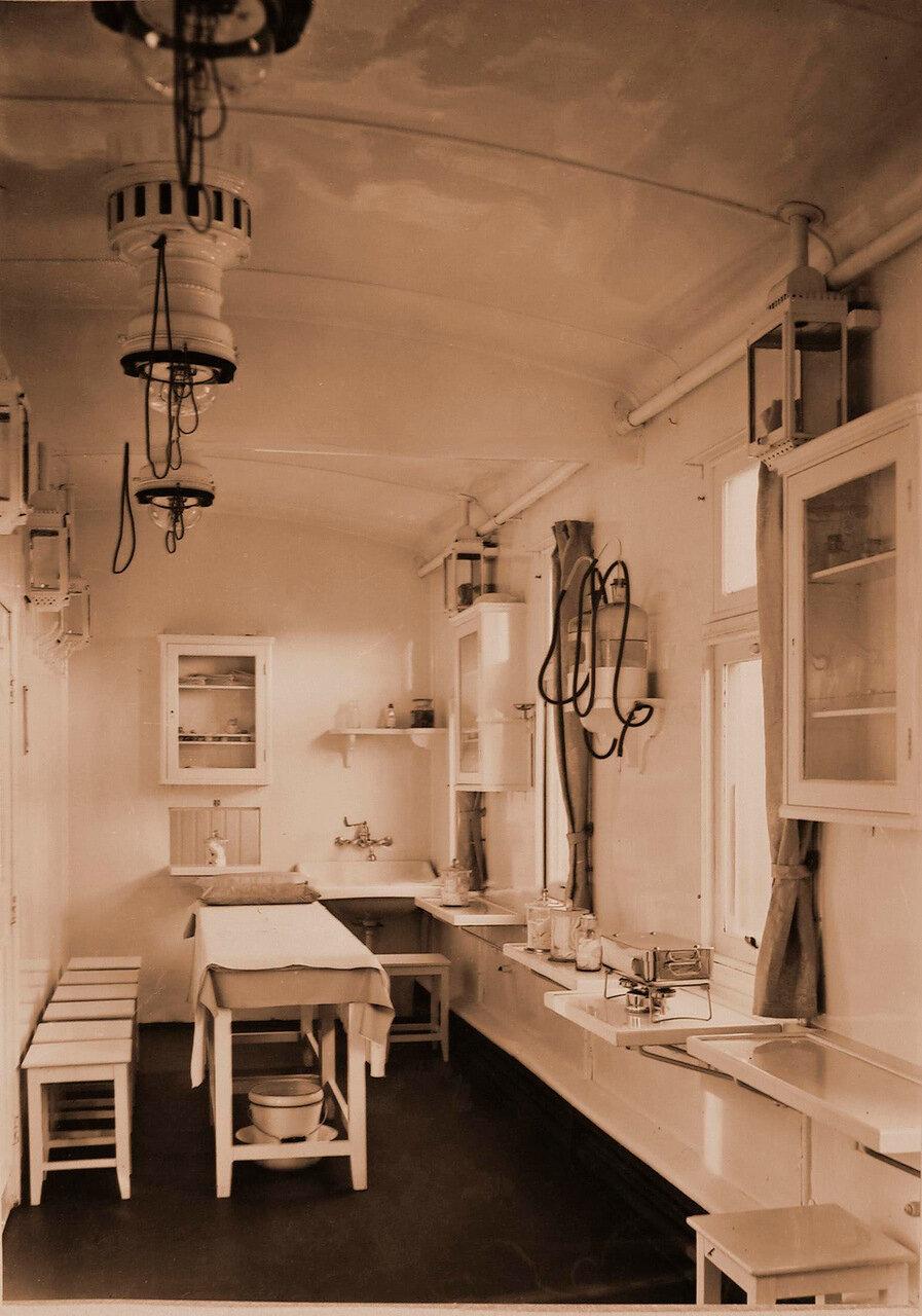 07. Внутренний вид операционной комнаты военно-санитарного поезда