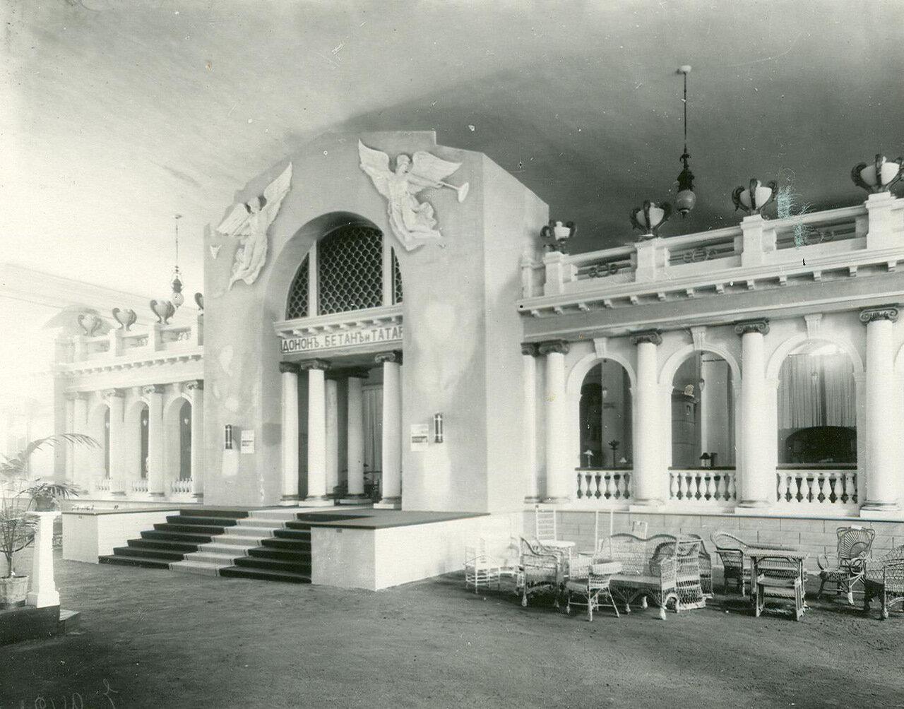 Часть зала ресторана «Донон, Бетан и Татары» (набережная реки Мойки, 24)