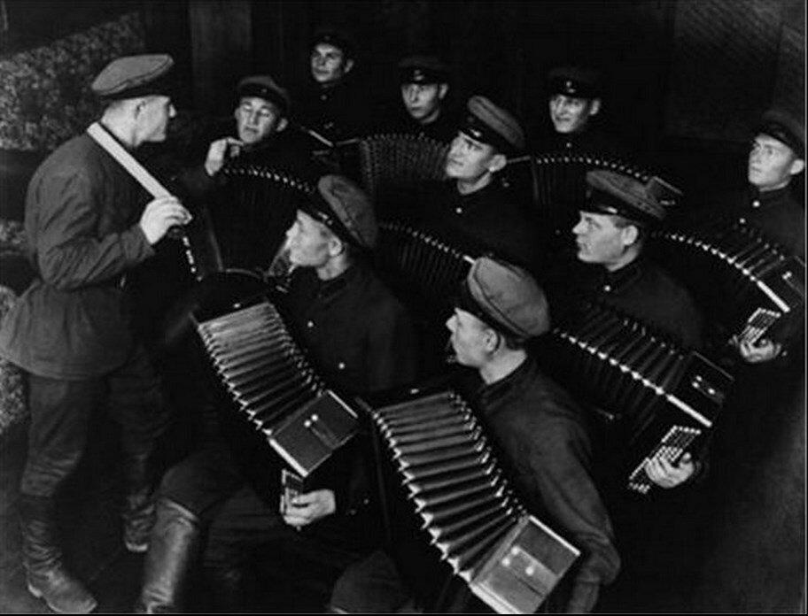 1930. Аккордеонисты