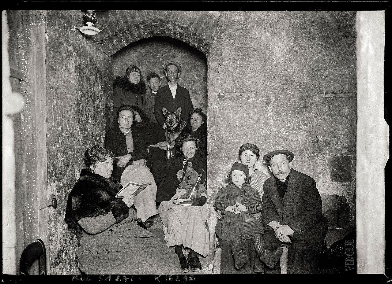 1918. Вечером в подвале
