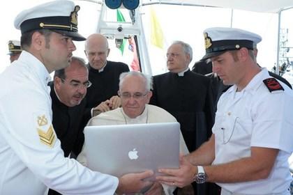 Папа Римский решил отказаться от своей страницы в сети Facebook из-за нелестных комментариев