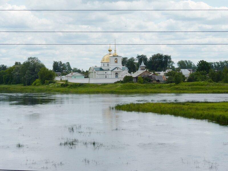 Остров. Вид с мостов на Симанский монастырь