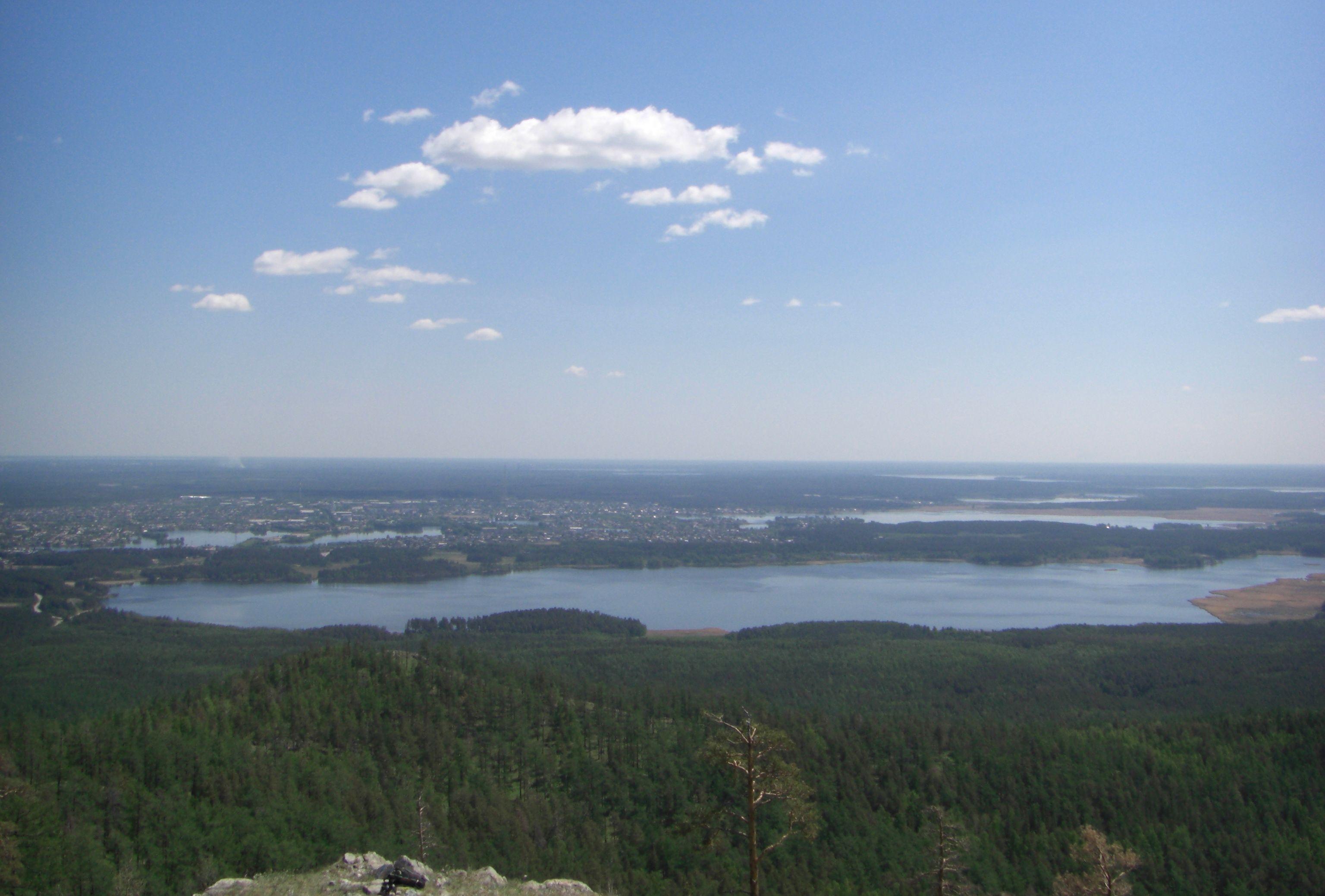На вершине Большой Сугомак. Вид на озеро Сугомак (04.06.2014)