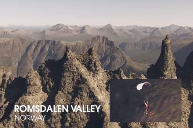 Видео о полете парашюта и костюма крыло