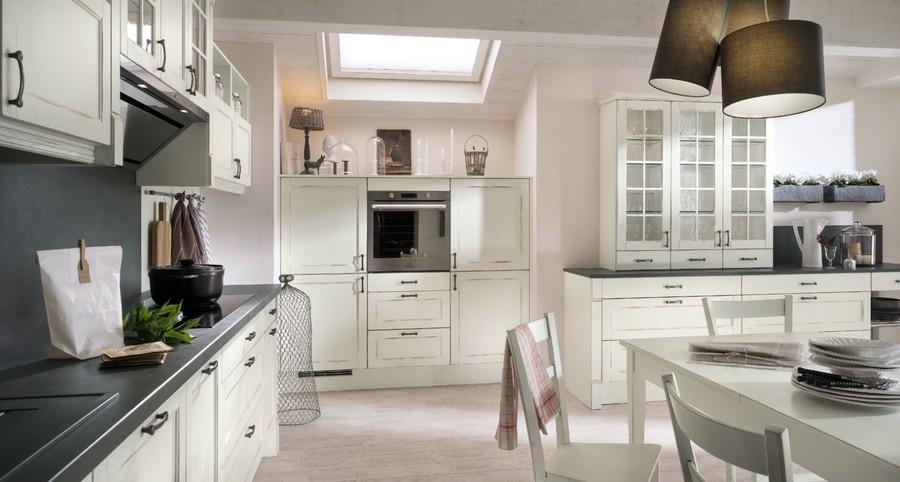 17. А вот кухня от французской компании Mobalpa выполнена из древесины и выкрашена в белый цвет. За