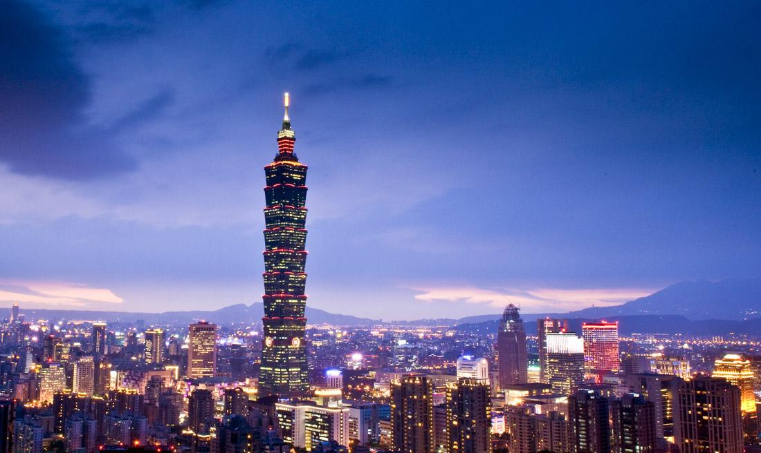 «Тайбэй 101» (Тайбэй) — высота небоскреба составляет 509,2 метра вместе со шпилем. Внутренняя смотро