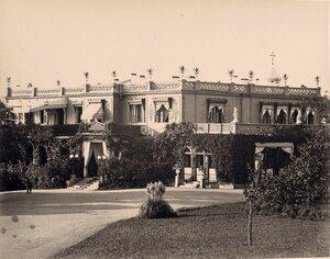 Вид части фасада Большого Императорского дворца (архитектор И.А.Монигетти, 1862-1863 гг.).
