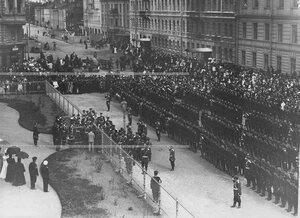 Вид выстроенного батальона во время открытия памятника подвигам Саперного батальона .