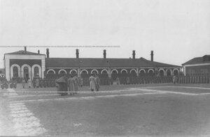 Построение полка во дворе казарм.
