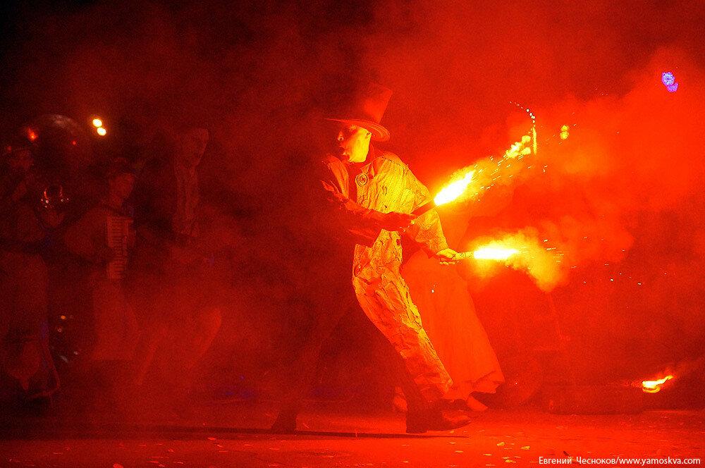 Осень. Лестница. Огненные люди. 19.09.15.08..jpg