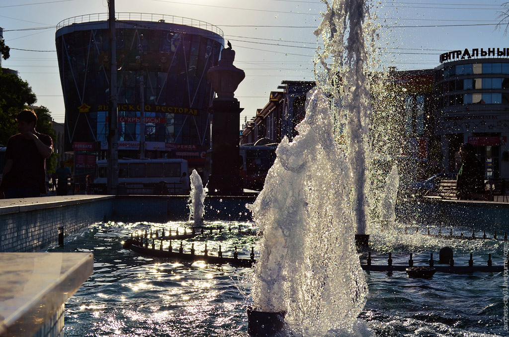 фонтан у универмага Белгород, фото Sanchess