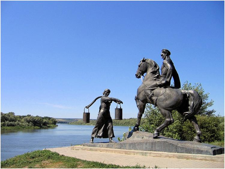 Памятник героям романа «Тихий Дон»