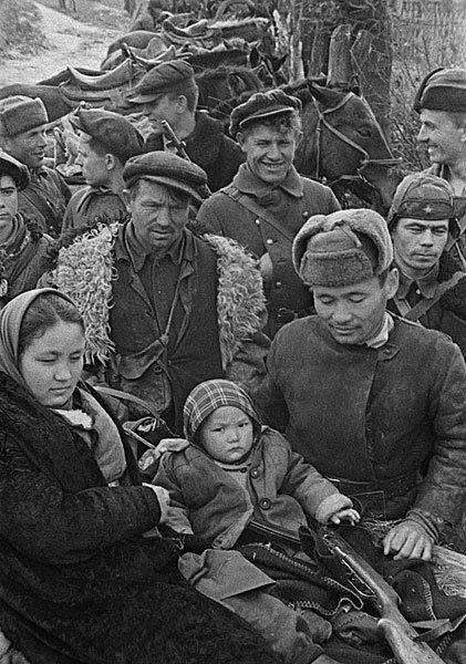 14-Семья партизан Брянщины, 1943.jpg