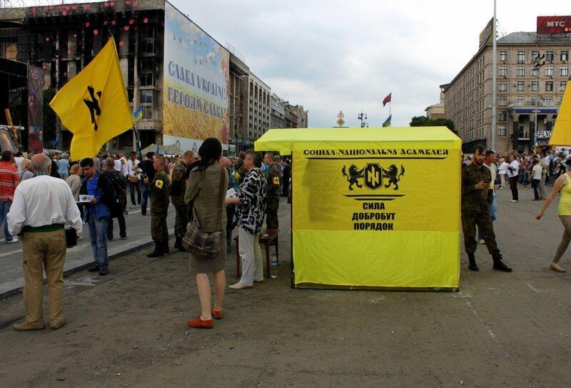 Агитационная палатка социал-национальной ассамблеи