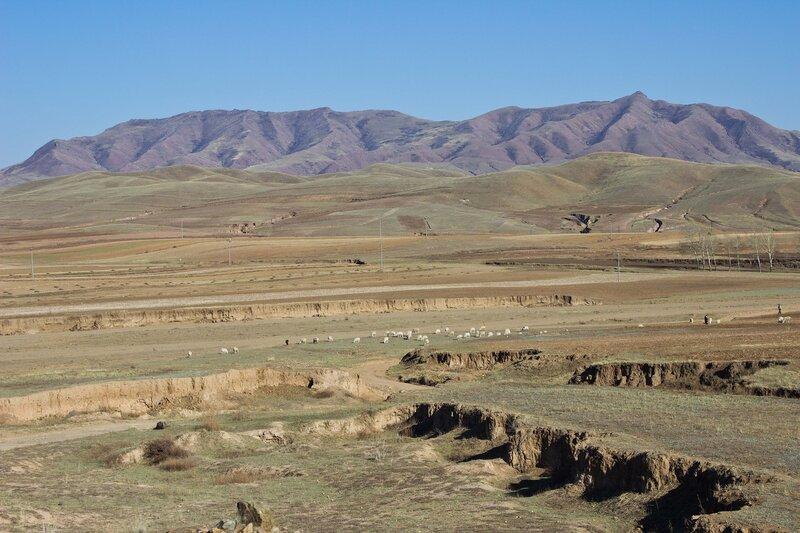 пейзаж на северной стороне гор Инь Шань, внутренняя монголия