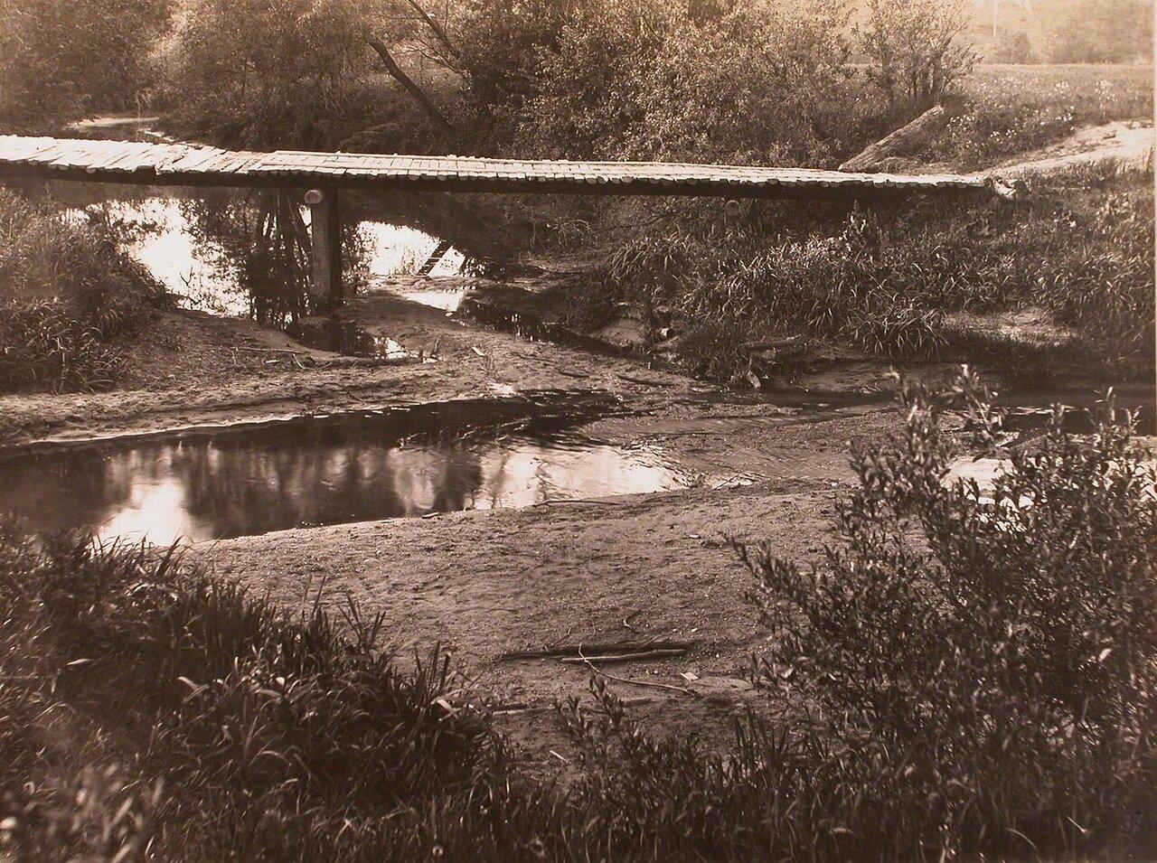 Вид деревянного моста через реку Каменка у Московской окружной железной дороги