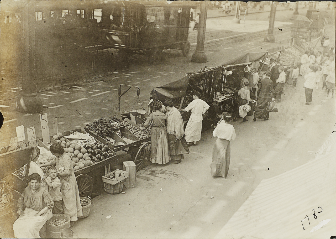 Торговля с ручных тележек