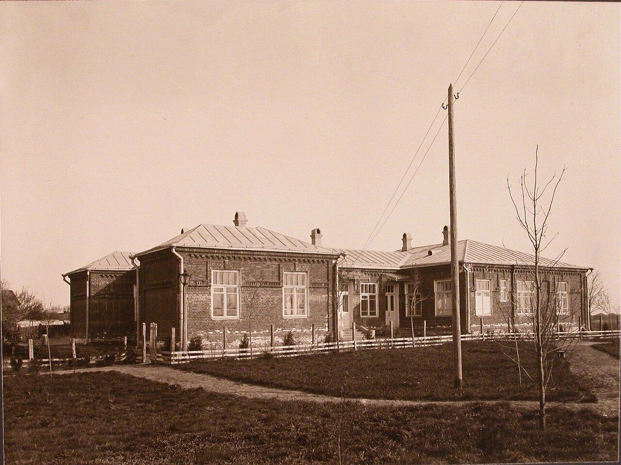 04. Вид одного из зданий института, где расположены вспомогательные службы