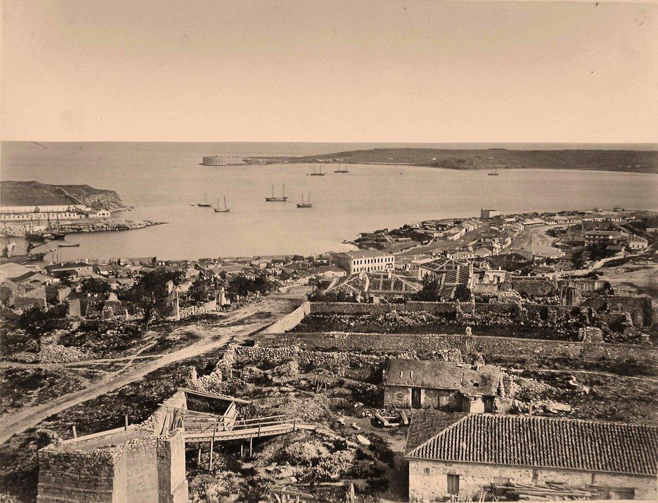 23. Панорама прибрежной части города у Карантинной бухты (часть акватории Севастопольской бухты к западу от южного входного мола)