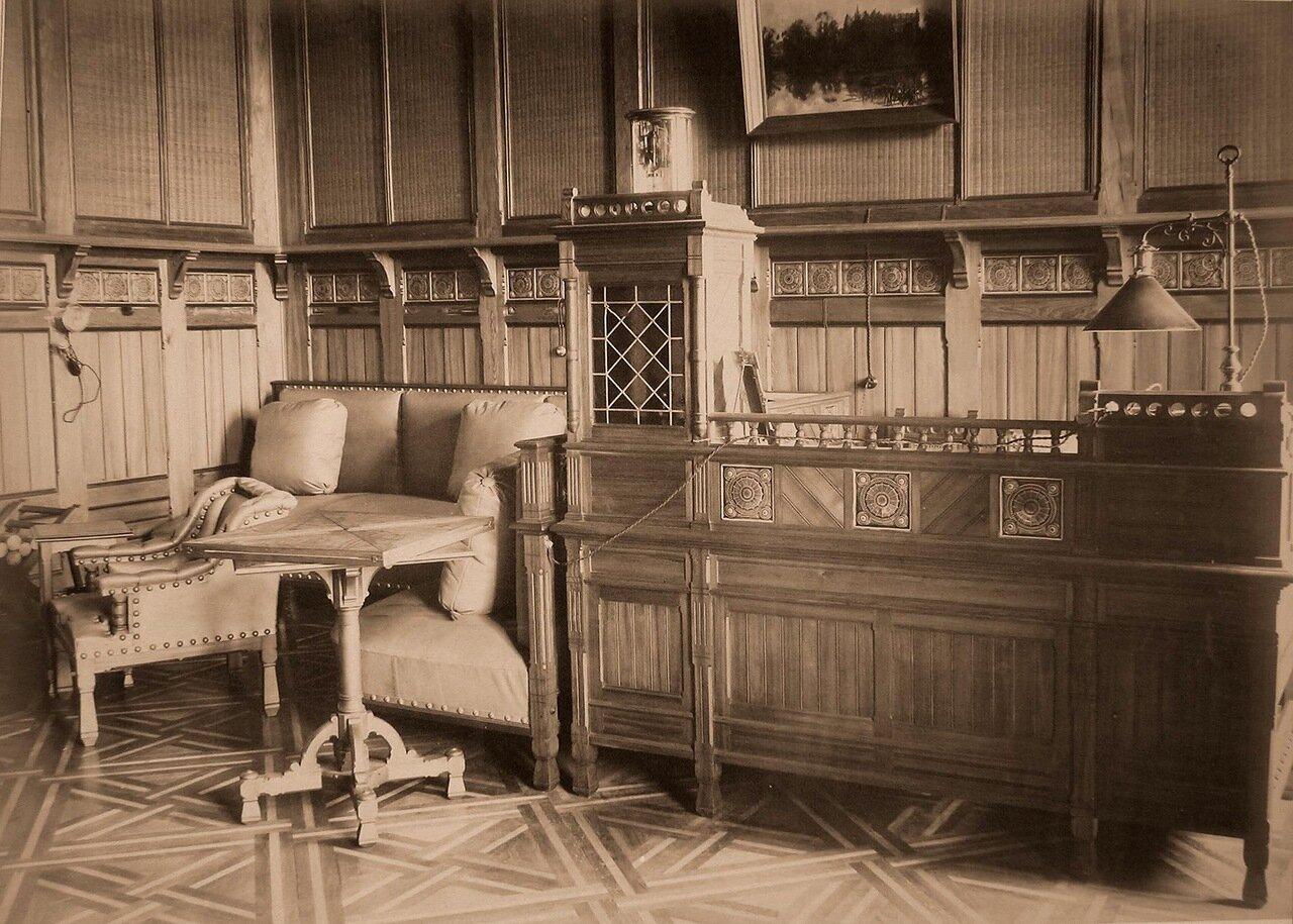 12. Вид части кабинета наследника цесаревича в Императорском охотничьем дворце