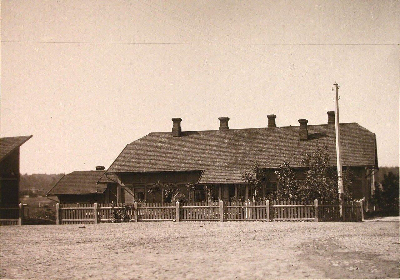 08. Общий вид одного из жилых деревянных домов, расположенных в селе близ Беловежского дворца