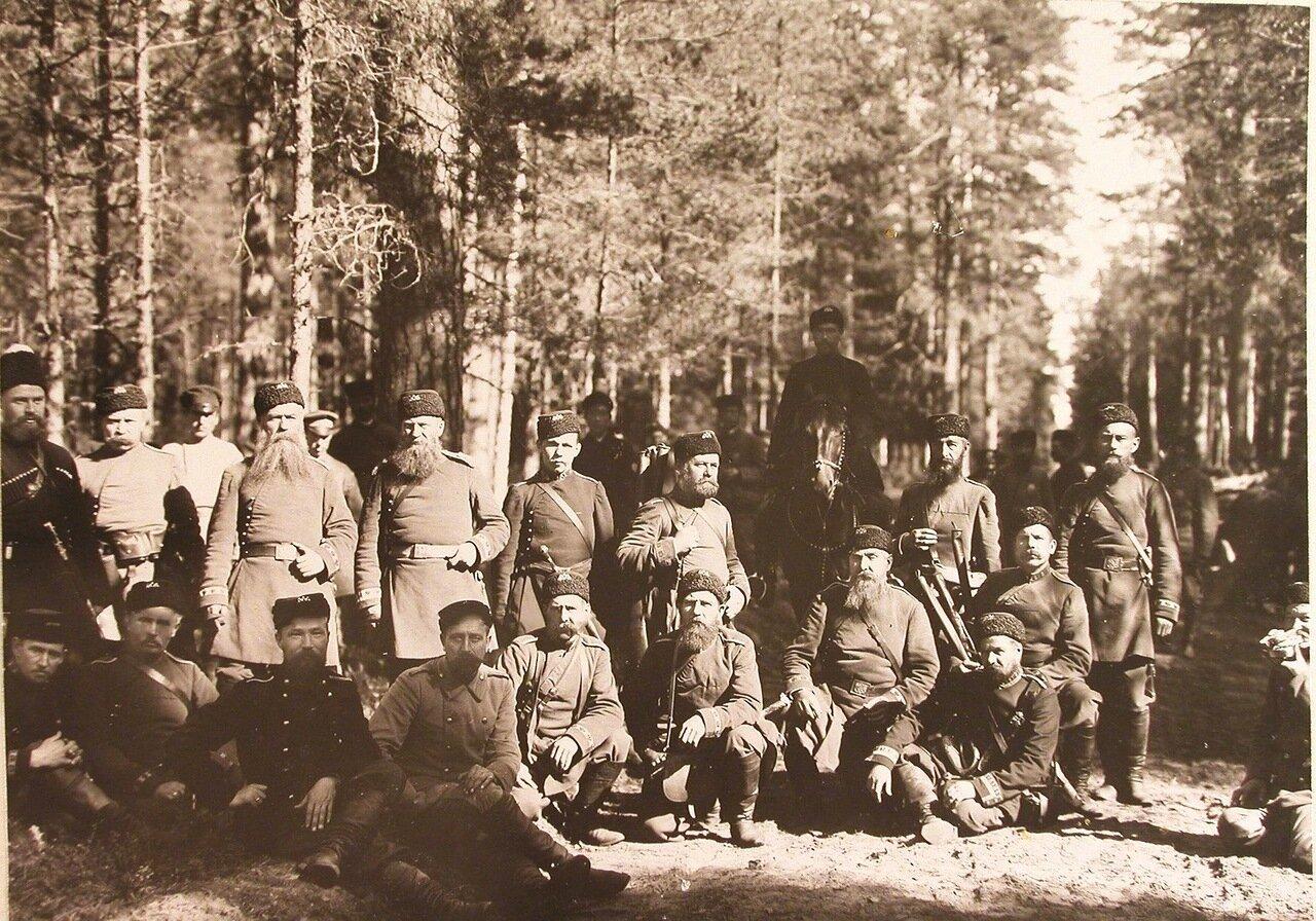 28. Группа егерей в лесу перед началом царской охоты