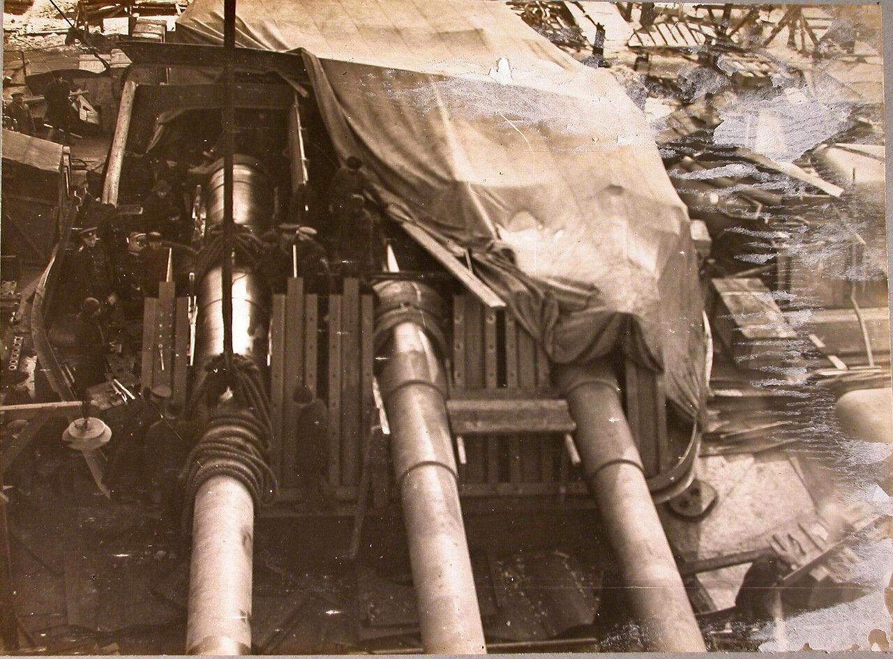 67. Установка 12-ти дюймового орудия в башню на линейный корабль «Полтава», зима 1914 г.