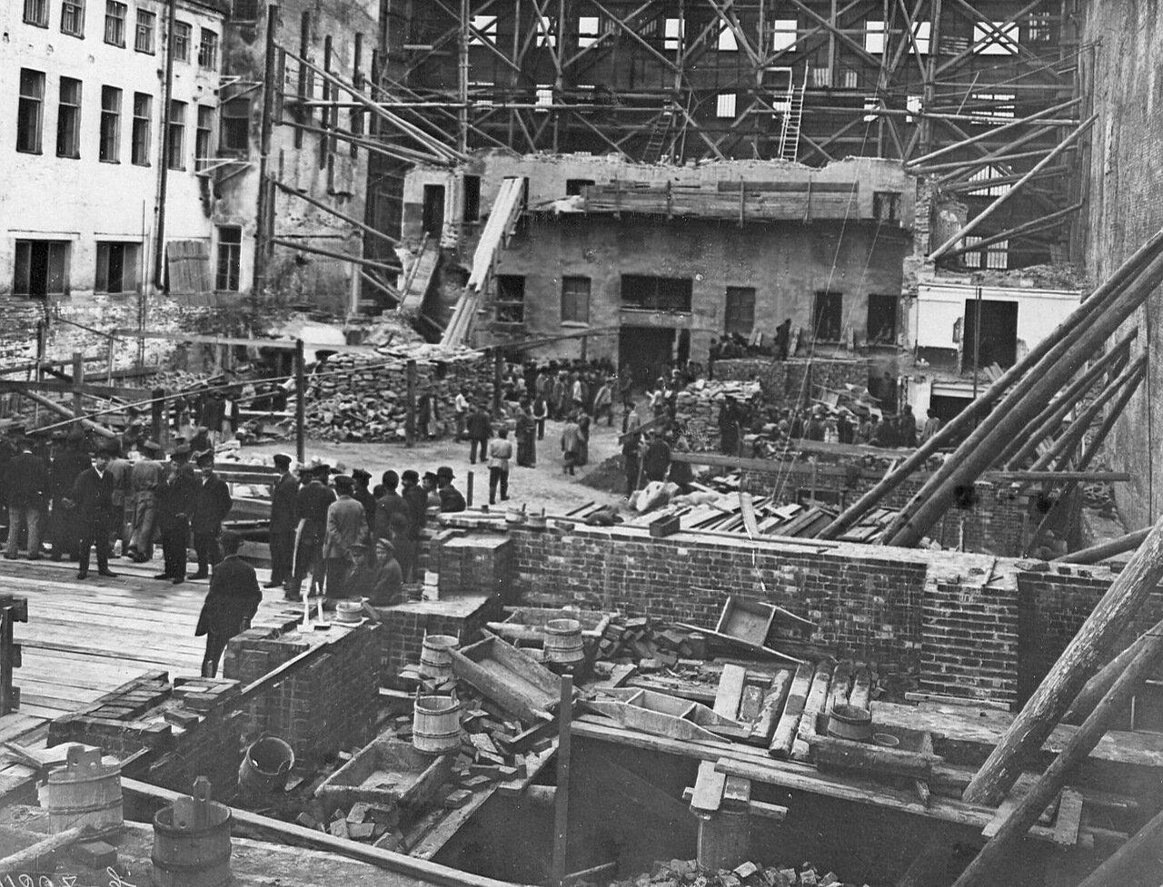 02. Вид на стройку банка. 1912